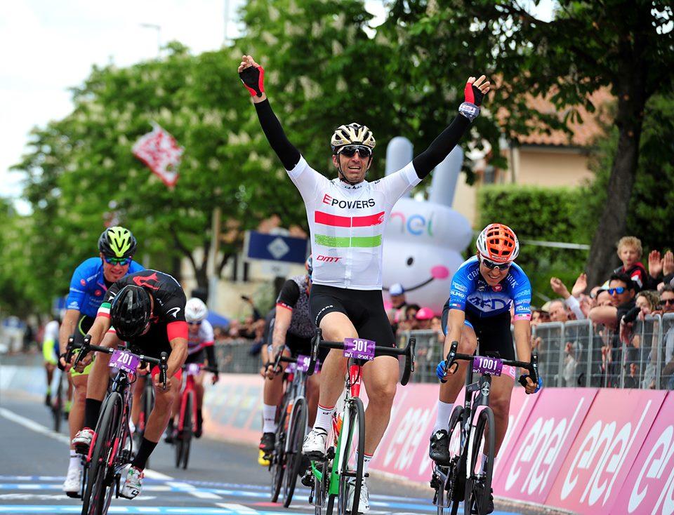 Giro d'Italia su biciclette elettriche: sprint di Tafi