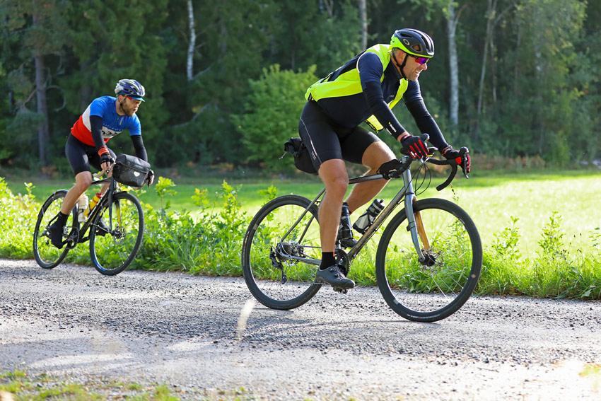 In discesa con una gravel bike