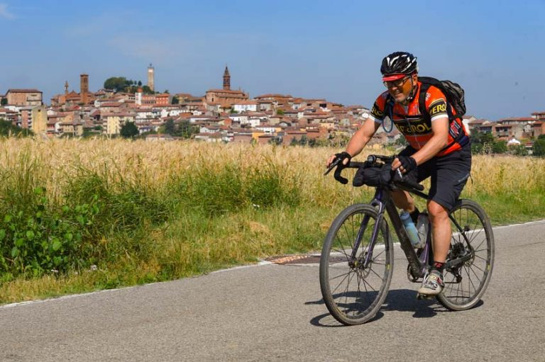 Le vere sfide del cicloturismo e il tamburello